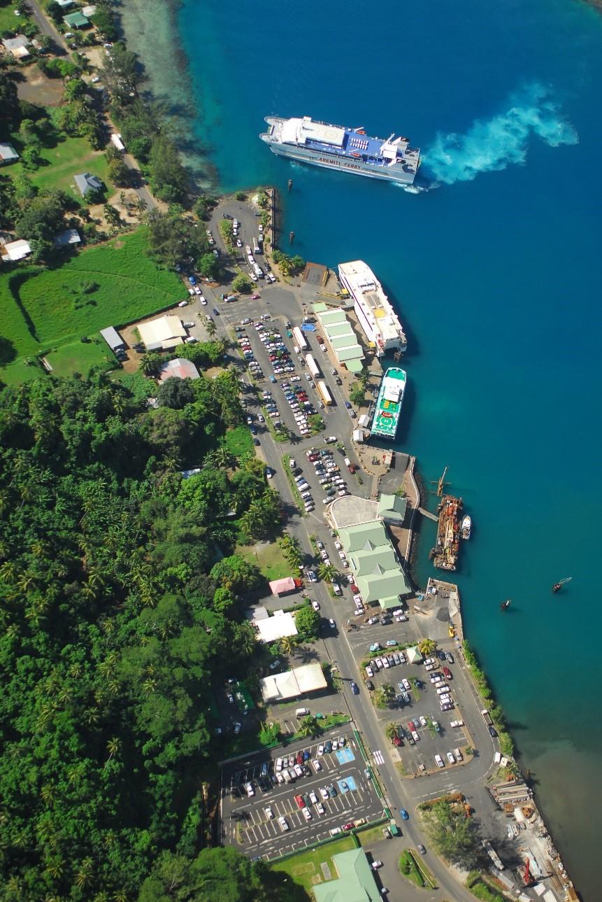 Navire approchant de Papeete