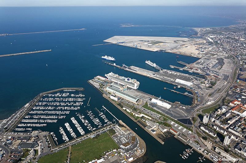 photo aérienne du port de Cherbourg