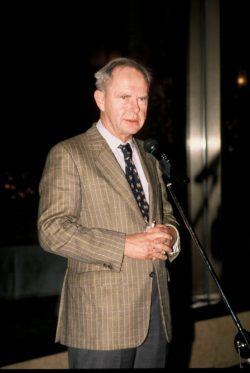 Antoine Rufenacht au micro de la Conférence AIVP de Dalian (Chine) en 2002
