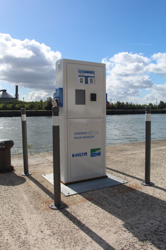 Borne eau-électricité VNF